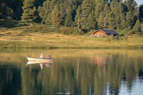 Gemütliches Fischen am Bergsee