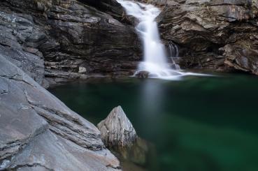 Auch auf diesem Bild entfernt der Polarisationsfilter die Spiegelung im Wasser.